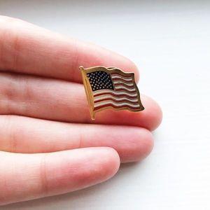 Vintage gold American flag USA lapel pin